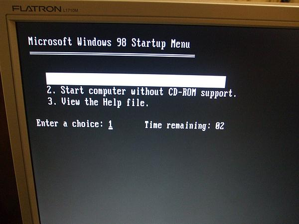 Floppy drive successfully booting Windows 98 startup disk