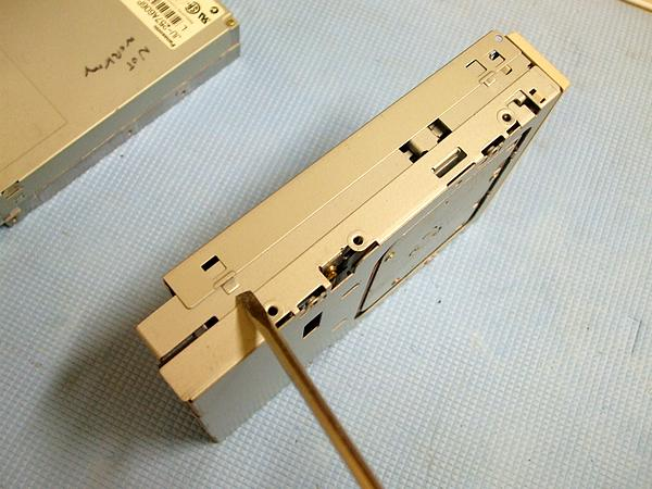 Opening the floppy drive case
