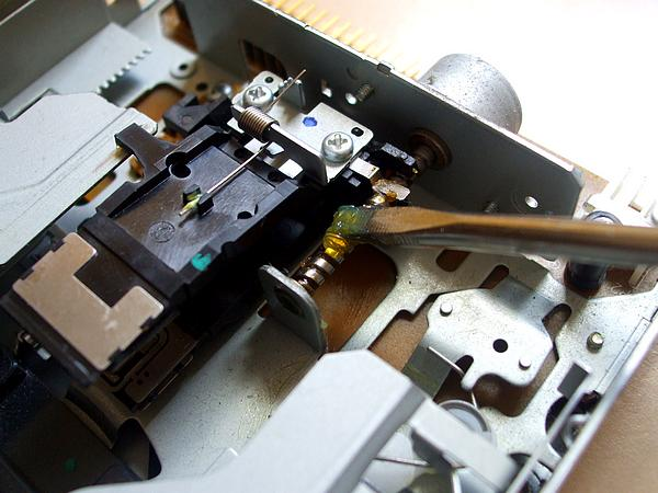 Greasing the floppy drive spindle